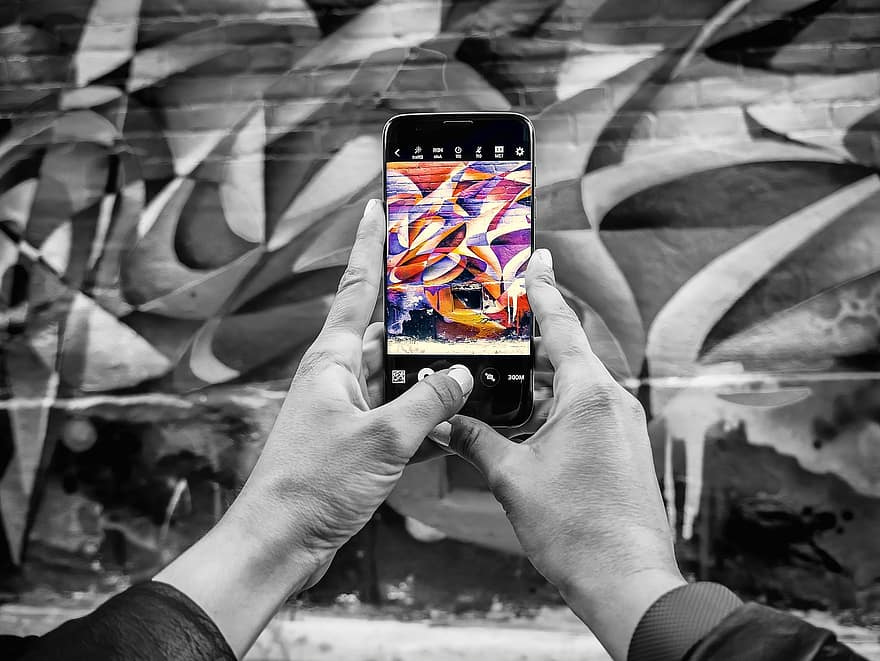 phone-smartphone-street-art-black-and-white-color-pop-street-backdrop-pop